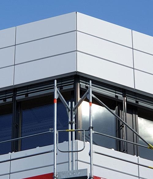 Erstes Geschoss der von pape oder semke ARCHITEKTURBÜRO entwickelten Lippischen Klimafassade vom Gerüst befreit.